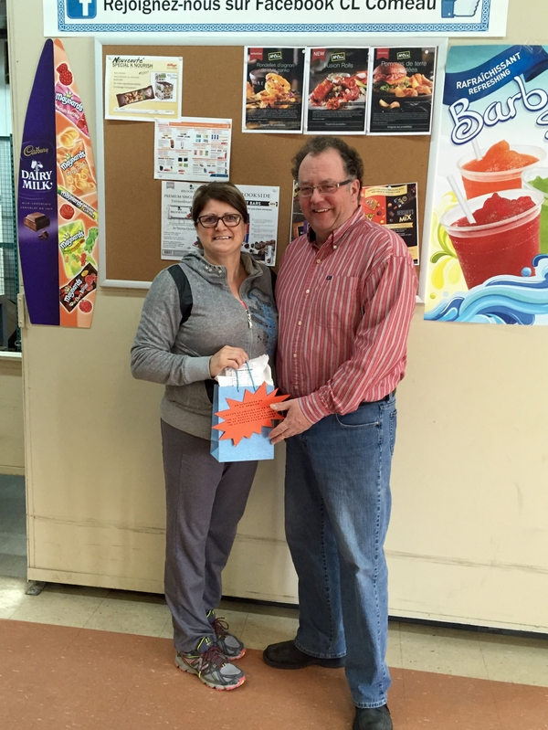 Mme Nathalie leclair from Dépanneur Aimé Doiron /fritou express is the winner of our first door prizes